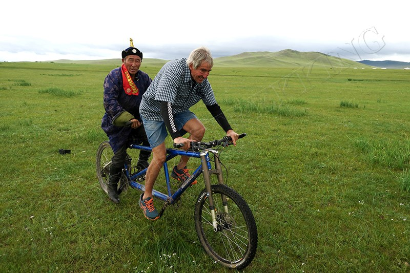 Curious guest - Nomadic Mongolia bike tour