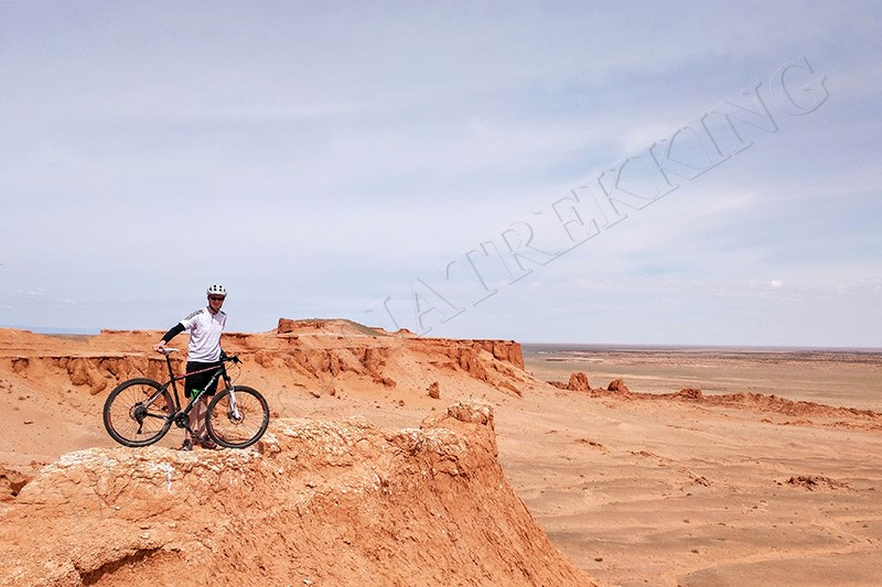 Dinosaur fossil site - Gobi Desert cycle tour