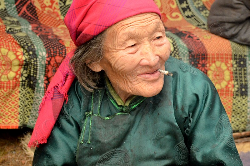 Tsaatan Grandma - Culture tour