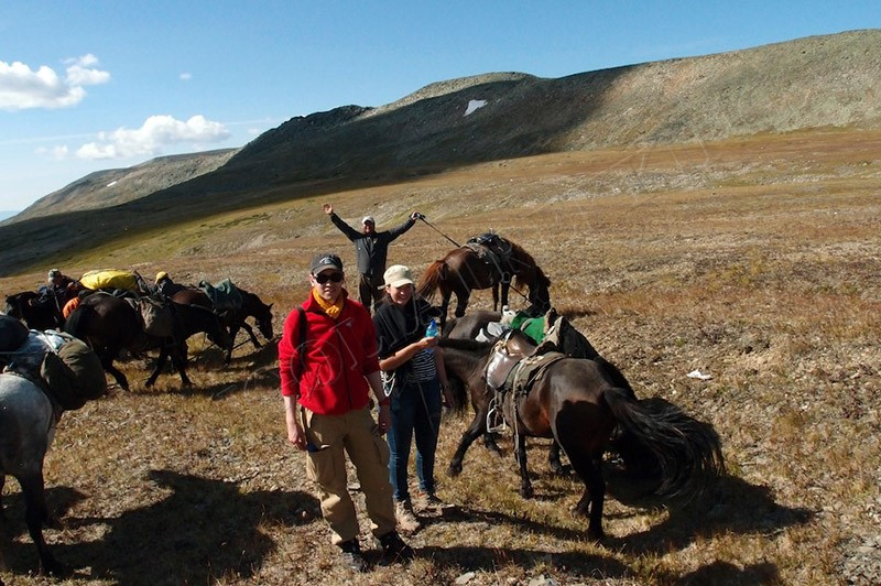 Horse trekking to Tsaatan people