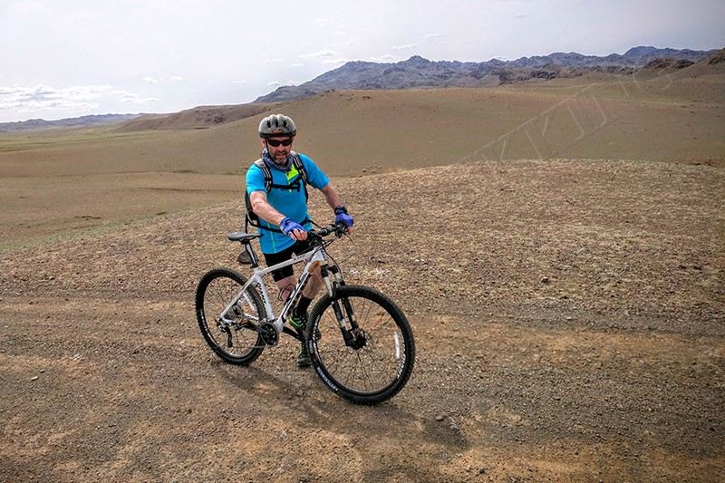 The Gobi: rugged and immense - Gobi Desert cycle tour