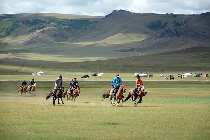 MONGOLIA AT A GLANCE - FAMILY JEEP TOUR
